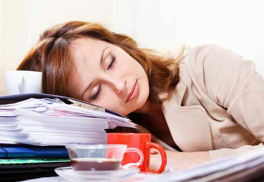 tips-mengatasi-rasa-kantuk-setelah-makan-siang