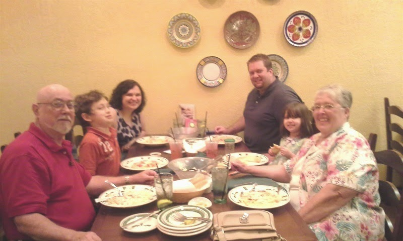 Gary, Cole, Kelli, Andrew, Olivia And Audrey At Olive Garden.