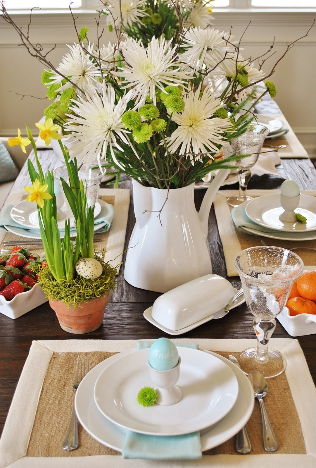 Sophia 39 s cottage inspired casual easter brunch and Brunch table decorations
