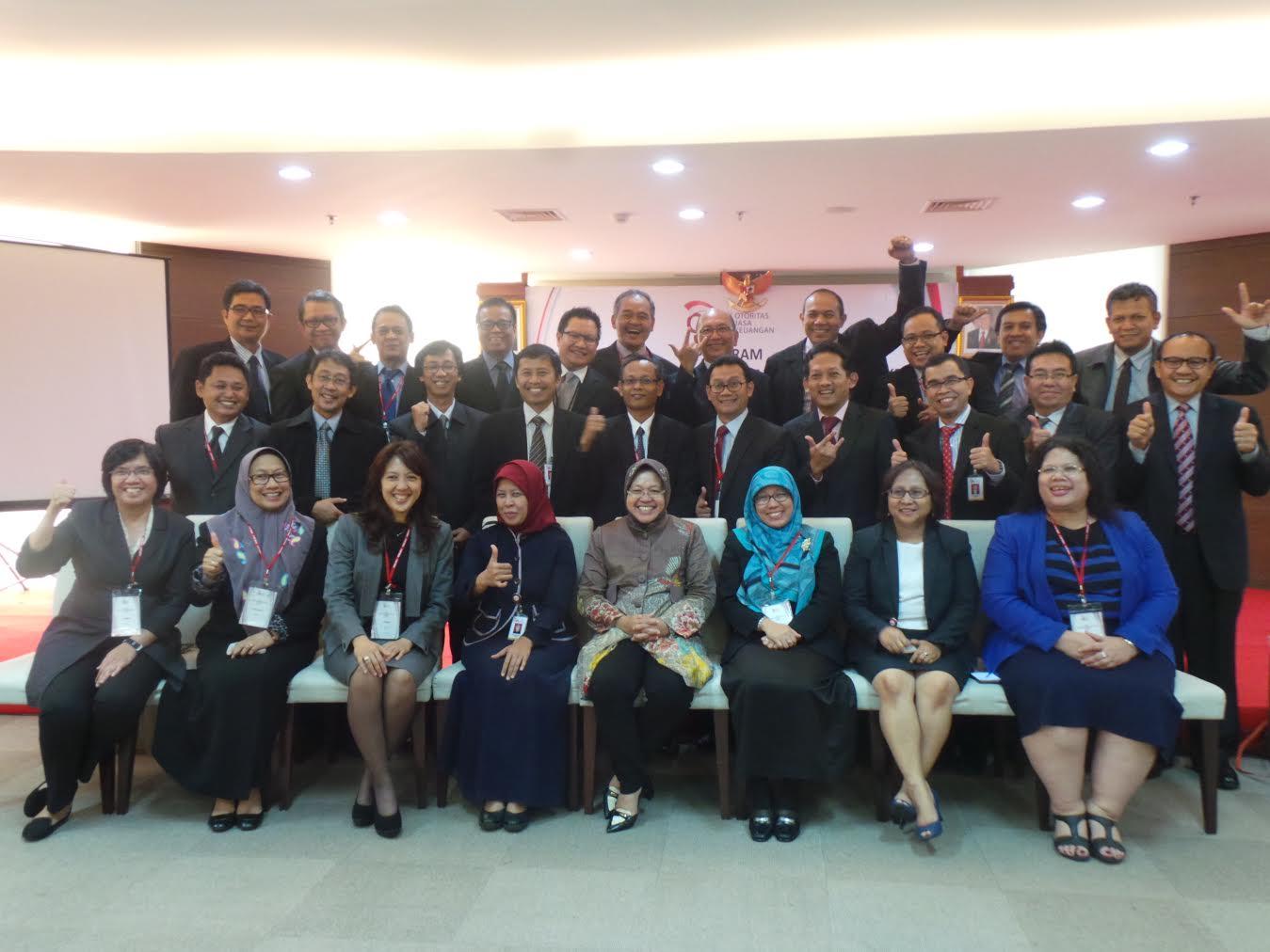 Peserta PPKB OJK dengan Walikota Surabaya Ibu Risma