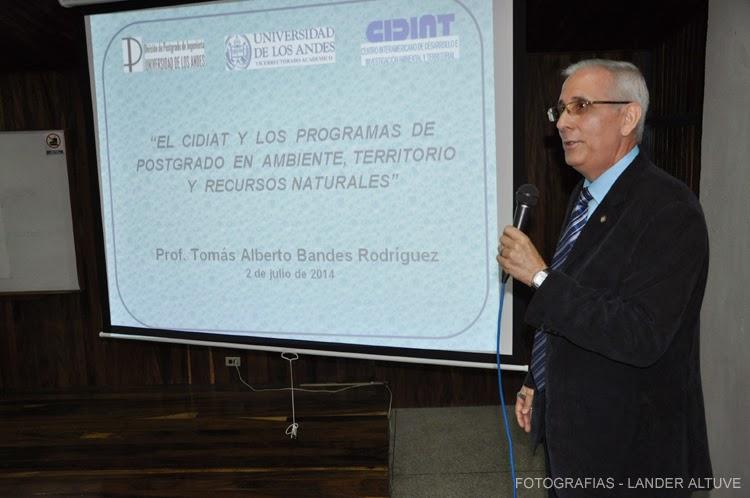 El profesor Tomás Bandes desarrolla su conferencia en el marco de este nuevo aniversario. (Foto: Lander Altuve).