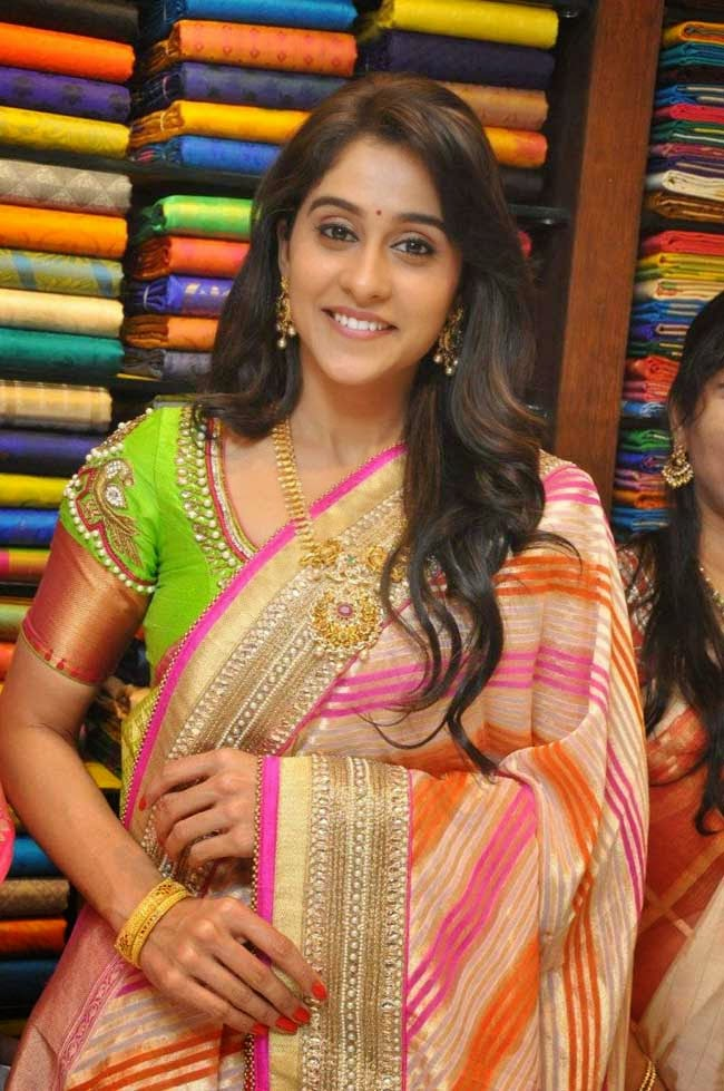 Regina Cassandra at Chennai Shopping Mall Launch in Kukatpally