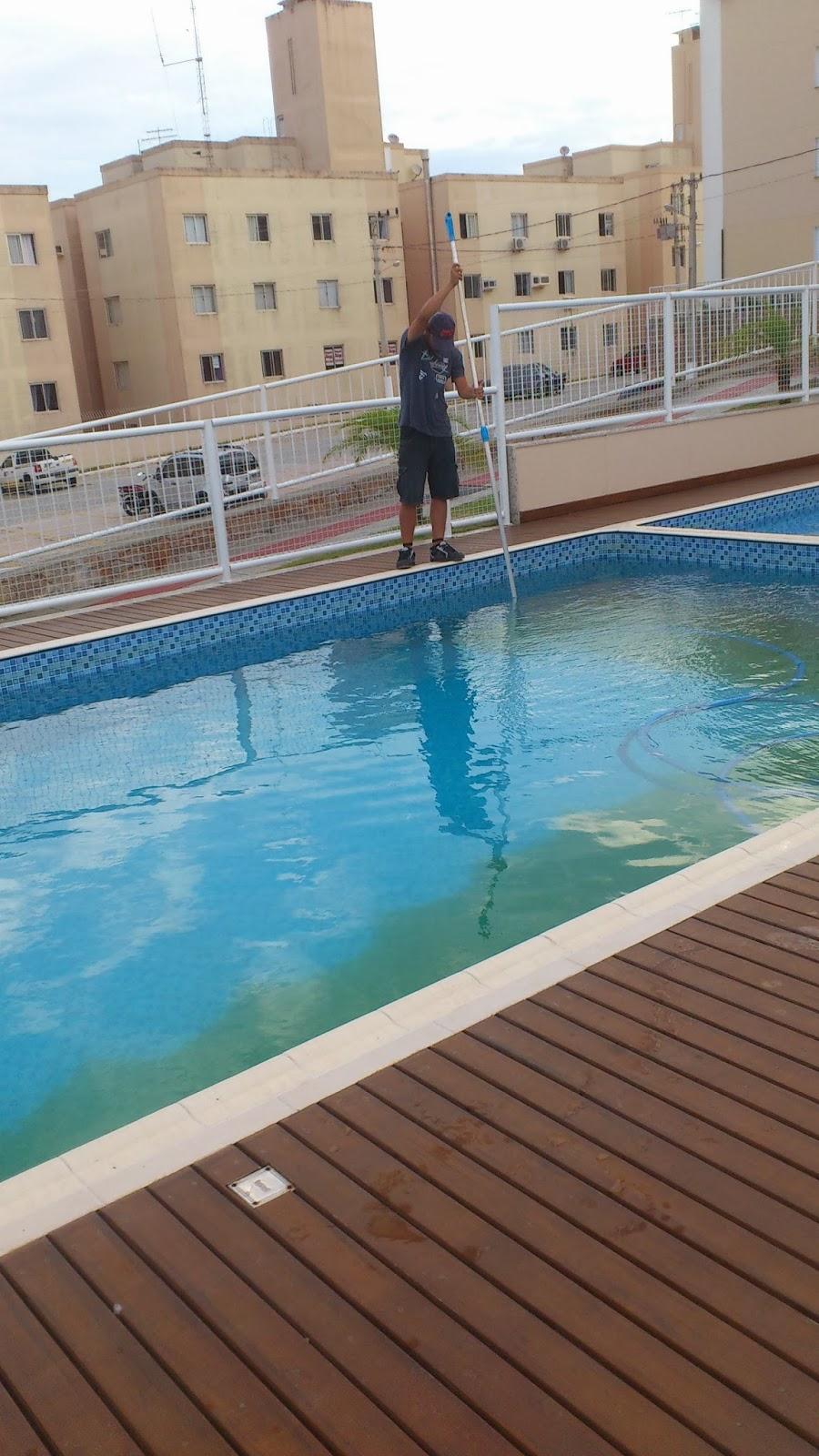 Aspirando piscina decantada