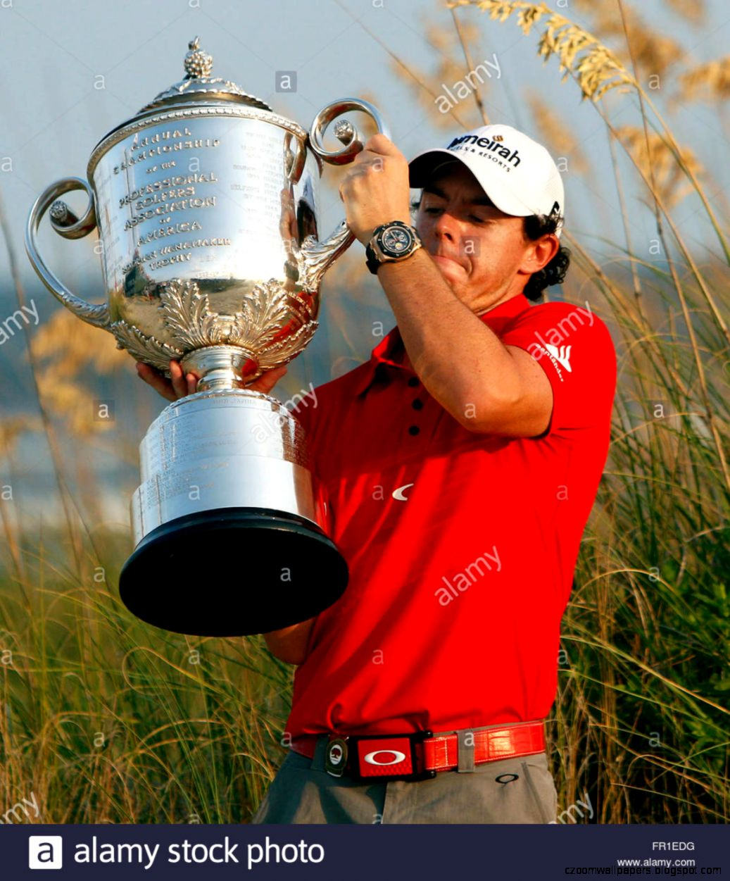 Rory Mcilroy Of Northern Ireland Struggles To Raise The Wanamaker