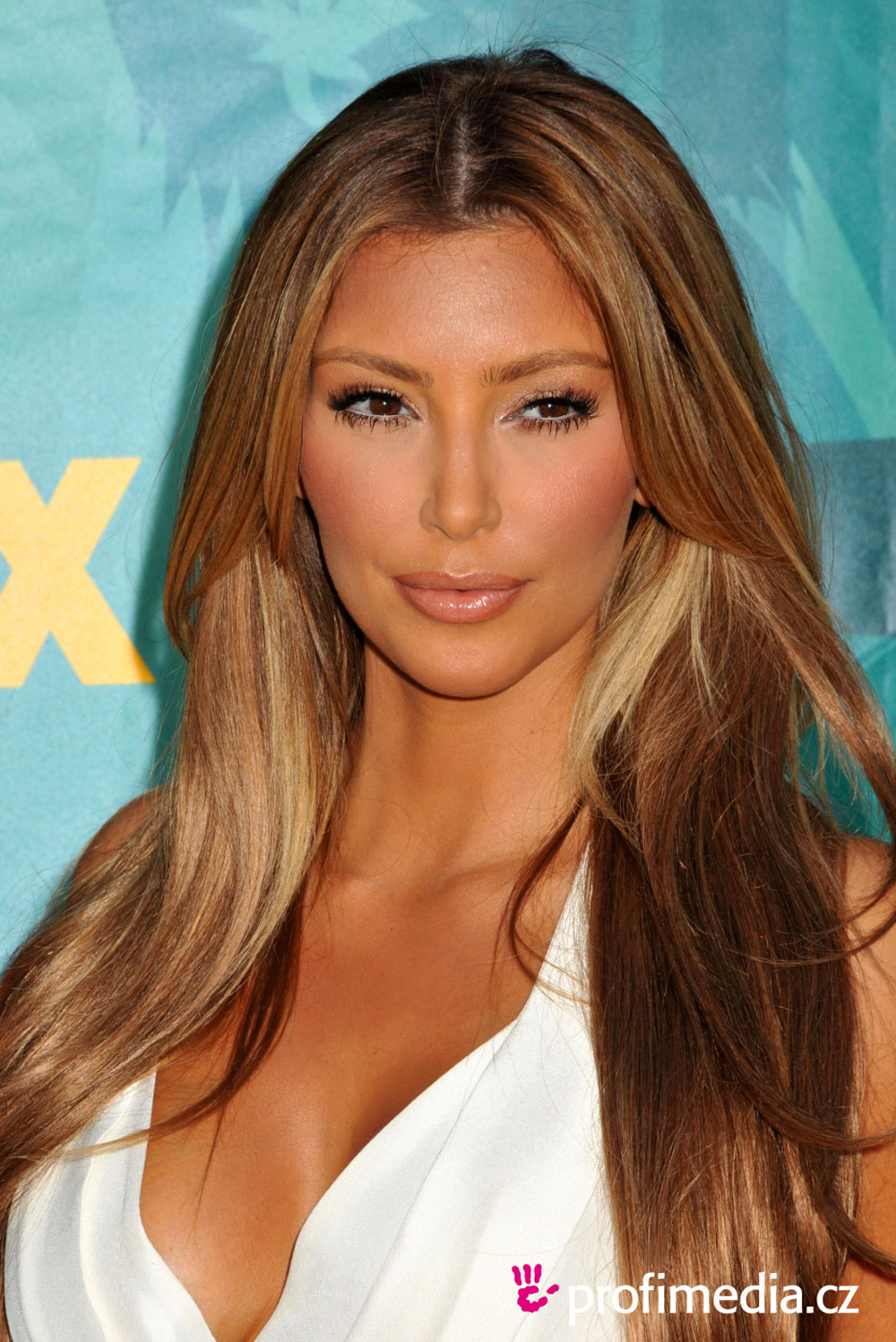 Kim Kardashian Hair Color 02