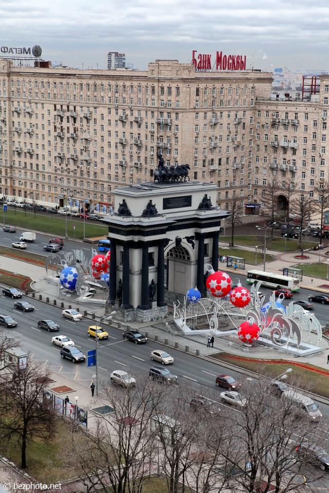 триумфальные ворота в москве стиль