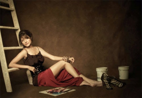 anushka-sharma-showing-off-her-sexy-legs-in-L-Officiel-magazine