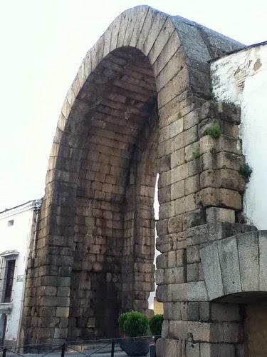 Restos Arco de Trajano de Mérida