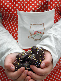 Tutorial for sewing a Christmas apron for children!