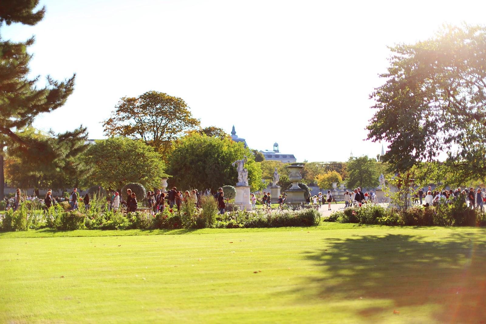 Louise paris et indien au jardin des tuileries for Au jardin des tuileries
