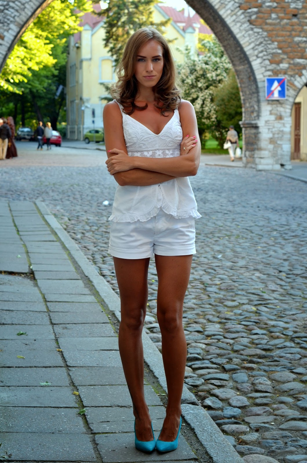 cami top mohito white pants river island court shoes