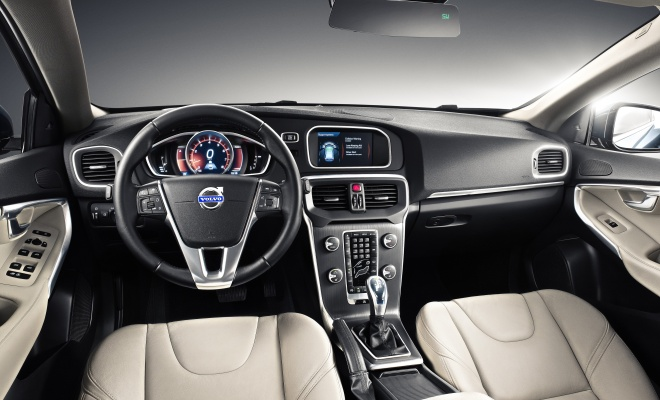 V40 interior showing the dashboard