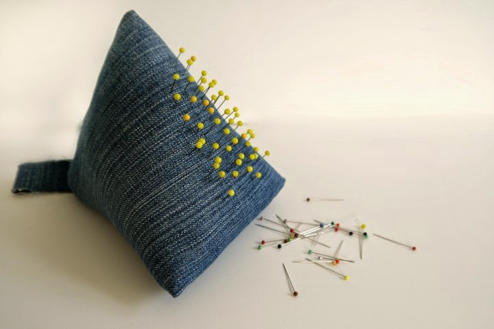 http://www.makery.uk/2015/03/diy-giant-pyramid-pincushion/