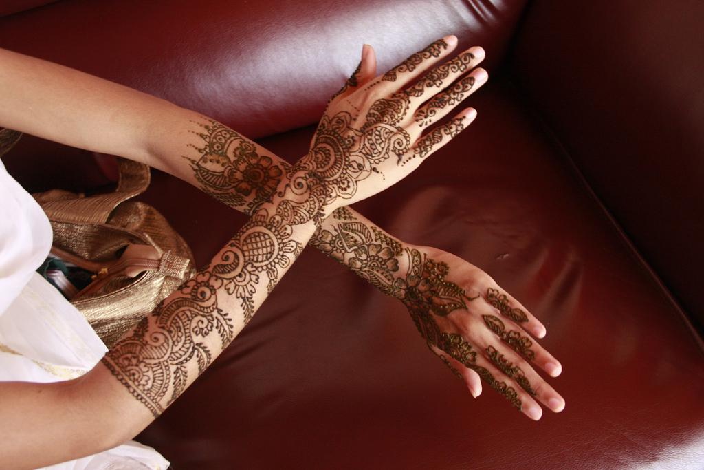 Modern Mehndi Party : Latest mehndi trend modern designs she