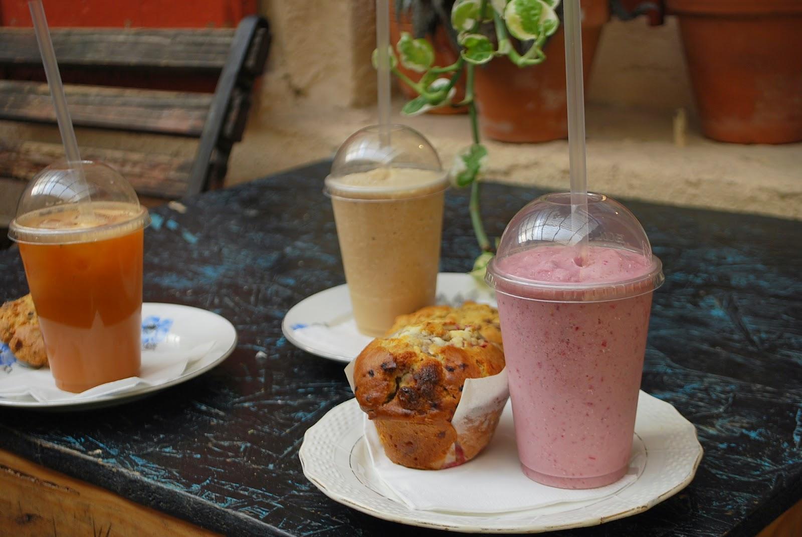 Frappé framboise, frappé chai latte, café frappé, muffin