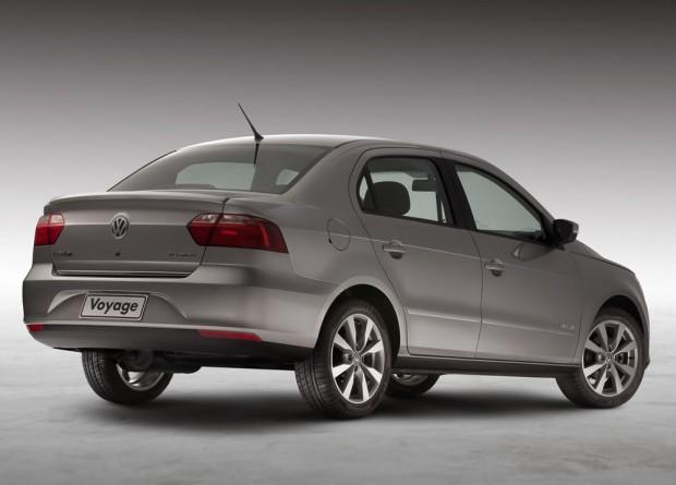 novo Volkswagen Voyage 2014 lateral