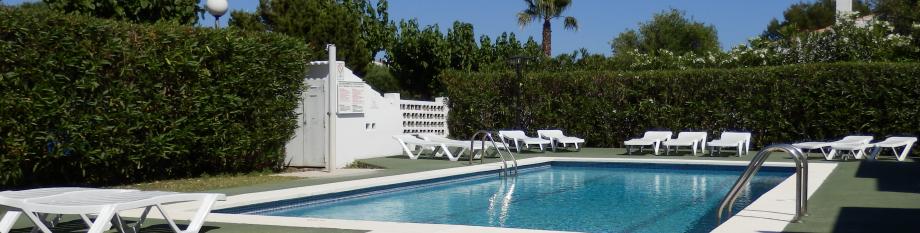 Ses Orenetes apartamentos cerca de la playa de Cala en Blanes, Menorca.
