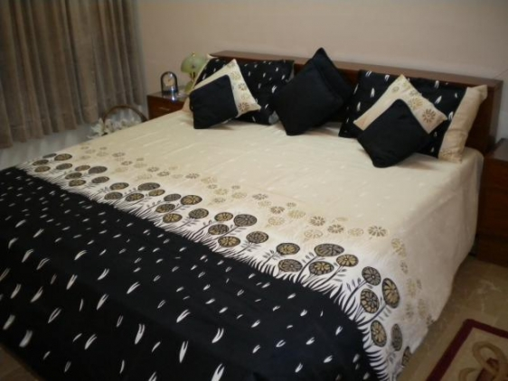 6 beautiful bed sheet designs pillow decorating ideas for Bed pillow ideas
