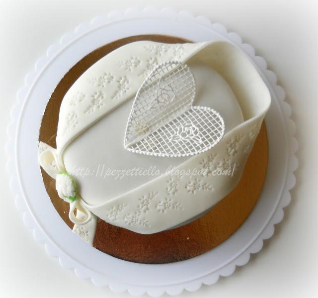 (PDZ-SAP) Torta elegante con cameo, decorata in ghiaccia reale, ricoperta con pasta di zucchero, pizzo