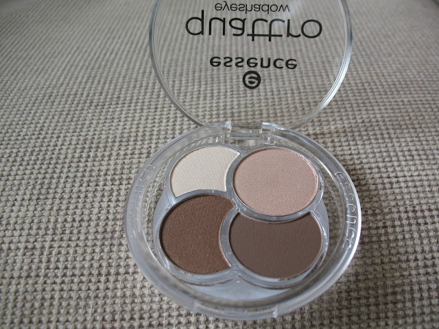 Essence-Eyeshadow-Quad-05-To-die-for-review-photos-and-swatches-01
