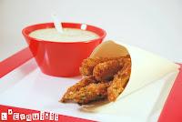 Palitos de calabacín con salsa de piñones