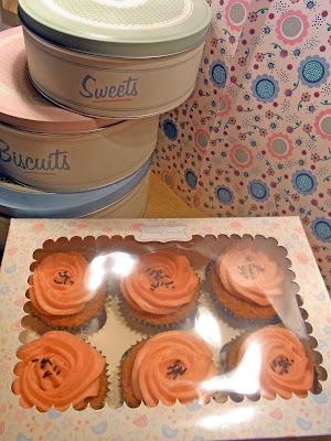 cupcakes al fior di fragola....oppure, cupcakes con nesquik alla fragola!!!