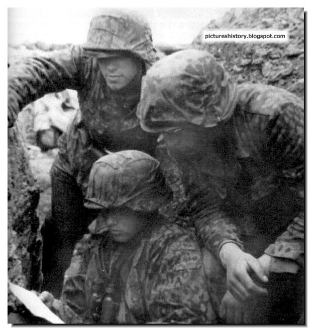 soldiers trench 1944