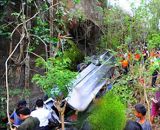 Four (4) Chinese tourists died when their bus fell into a ravine