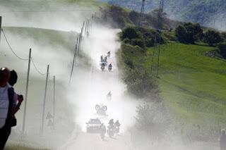 Wyścig kolarski Strade Bianche - w kłębach pyłu