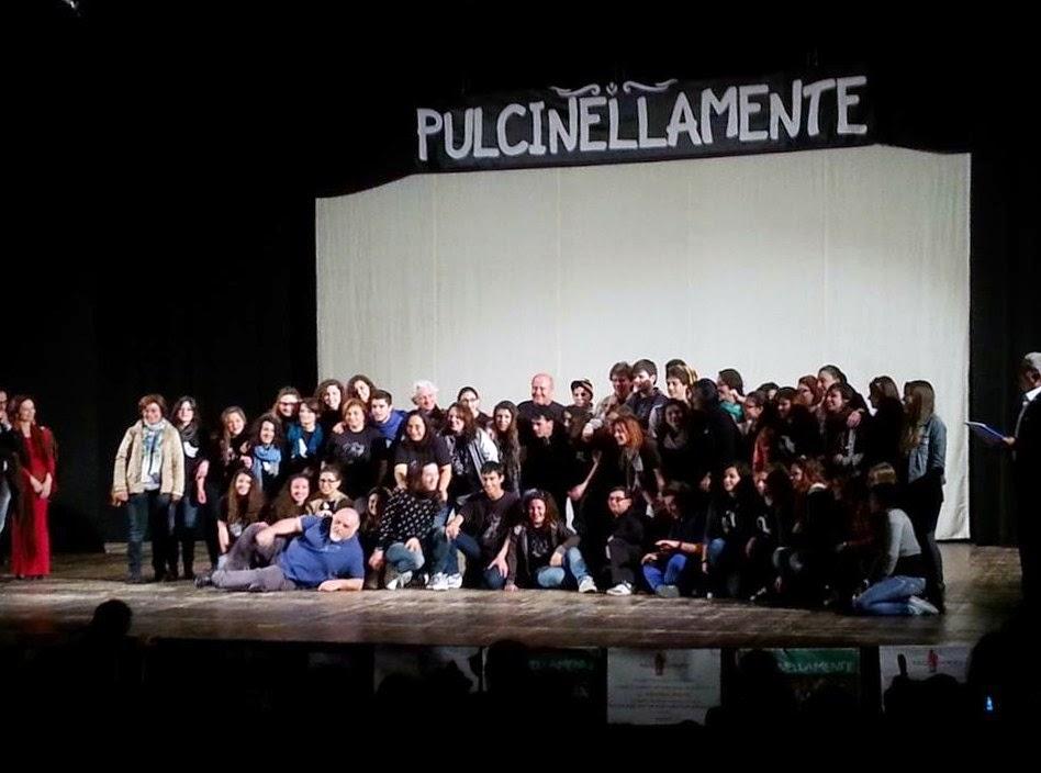 """TRIONFA A PULCINELLAMENTE """"UN AMICO IN PIÙ"""" DEL LICEO AINIS"""