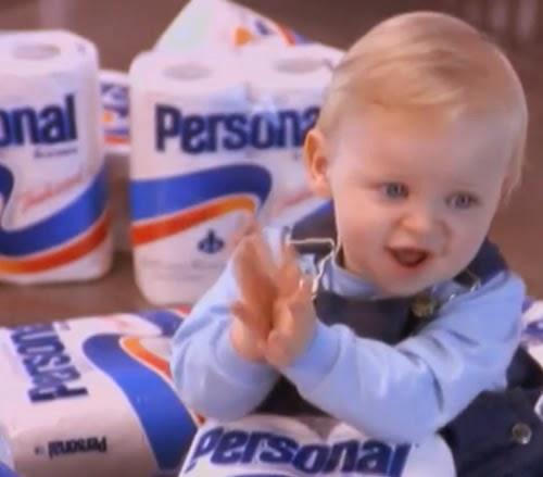 Propaganda do Papel Higiênico Personal com um bebê em várias aventuras.