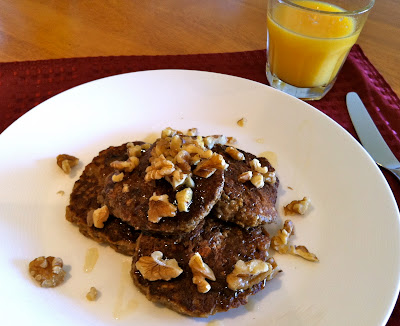 SouthernSpoon blog: banana walnut oatmeal pancakes with honey (gluten-free)