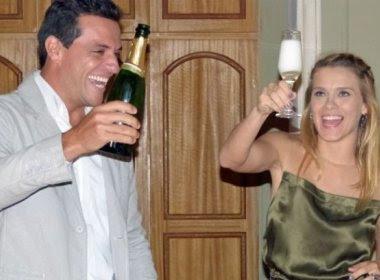 Carolina Dieckman se despede de 'Salve Jorge' com bolo e champanhe