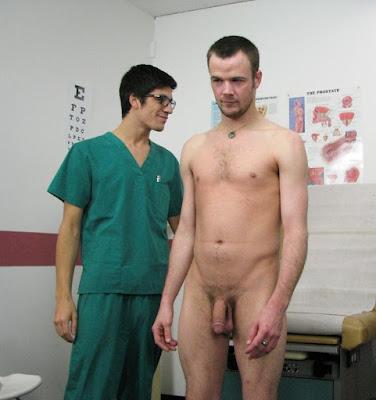 Sexe torse nu femme medecin