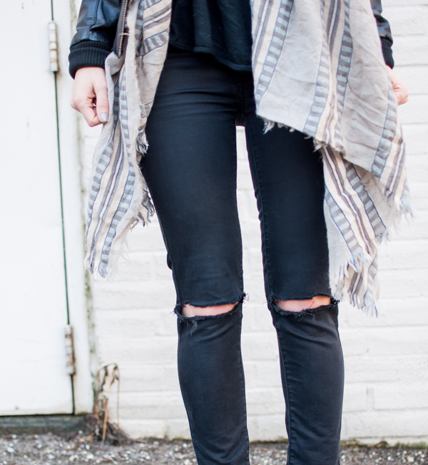 how to wear aritzia blanket scarf
