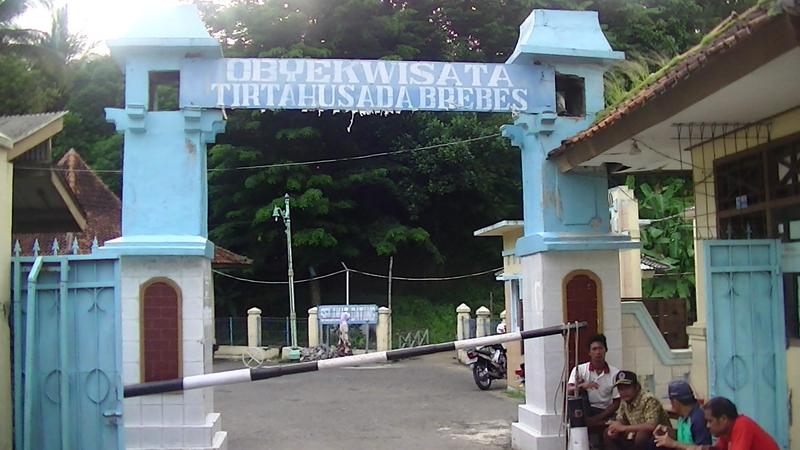 Pintu masuk Obyek wisata Pemandian Air Panas Tirta Husada Brebes