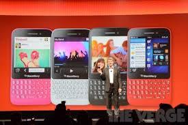 Blackberry Q5 berwarna merah jambu,merah,hitam dan putih