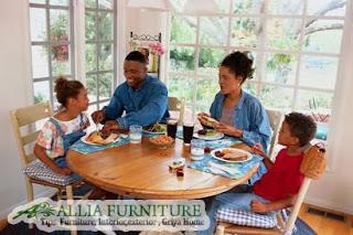 Bentuk meja makan bisa merubah suasana