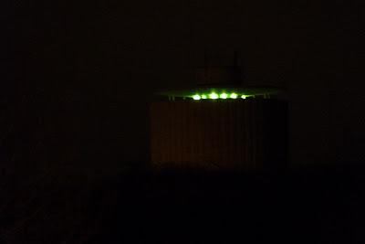 Vattentornet i Eslöv, nattetid, med grön belysning. foto: Reb Dutius