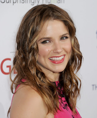 Sophia Bush dazzles in a hot pink dress- 20 Pics