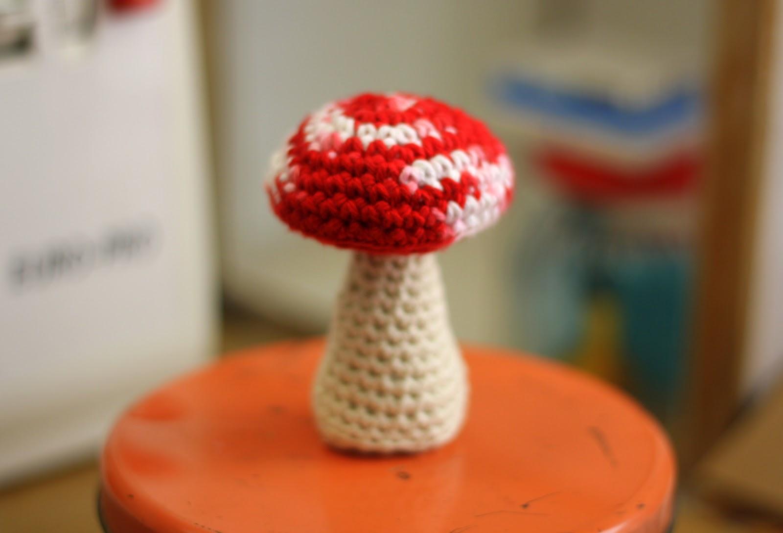 Amigurumi Mushroom Crochet Patterns : Oh the Cuteness!: Mini Mushroom Amigurumi Pattern!