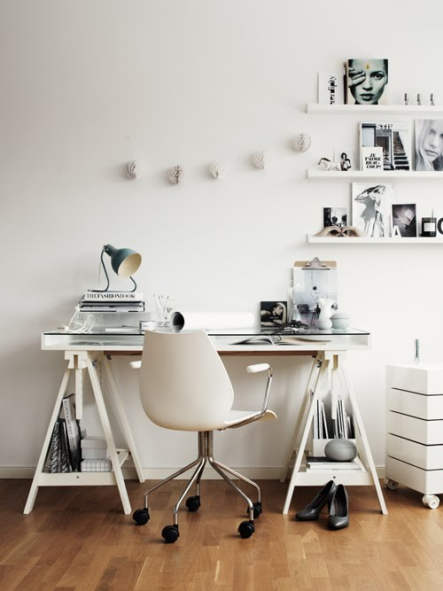 Deco chambre interieur un bureau en blanc ou noir for Bureau blanc noir