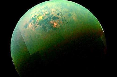 reflejo del Sol en los mares de Titan