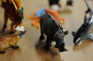 Reciclatex reutilizar animales de juguete en adornos de Navidad