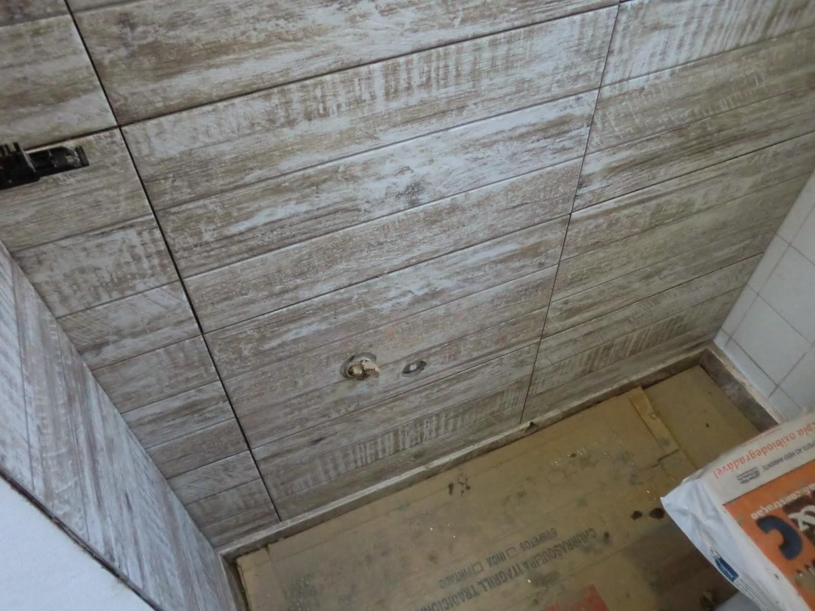 em reforma Durante a Reforma Reforma Barata de Lavabo e Banheiro #605039 1600x1200 Banheiro Com Amadeirado