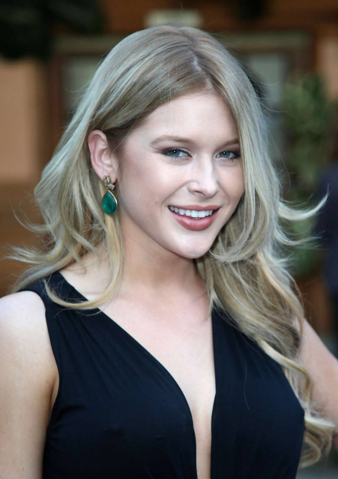 'The Midnight Game' actress Renee Olstead Full HD Photos & Wallpapers