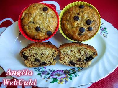Banános muffinok, csempésszünk egy kis gyümölcsöt is a heti süteményünkbe.