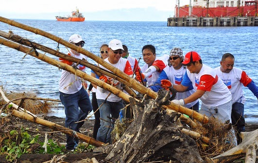 Chevron volunteers clear Batangas shores