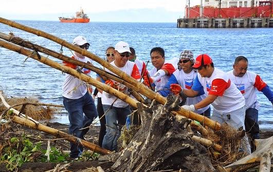 Chevron volunteers clear Batangas shores