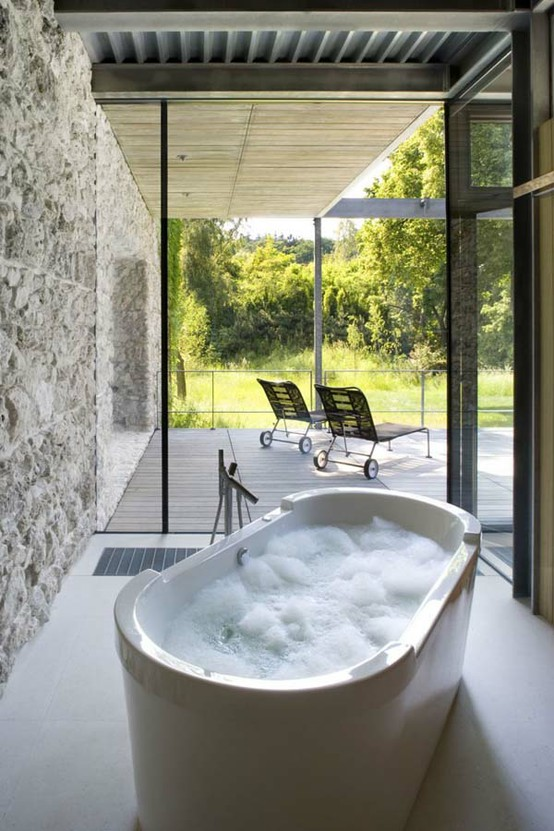 To da loos Which jacuzzi tub with a view would you choose
